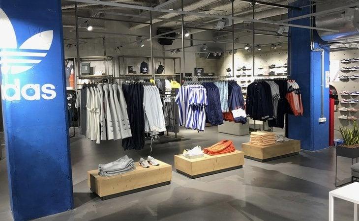 Espantar Cobertizo bota  Trabajar en Adidas: así son las condiciones y salarios de sus empleados -  Los Replicantes