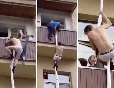 Escapa desnudo al llegar el marido de su amante y su vecina le aporrea creyendo que era un ladrón