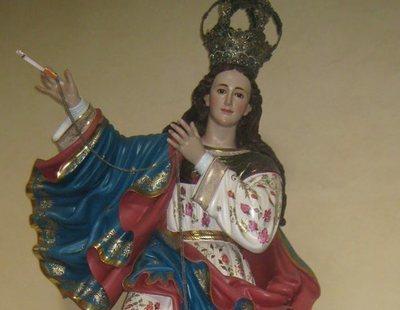 Condenado por ponerle unas bragas, un sujetador y un cigarro a una Virgen