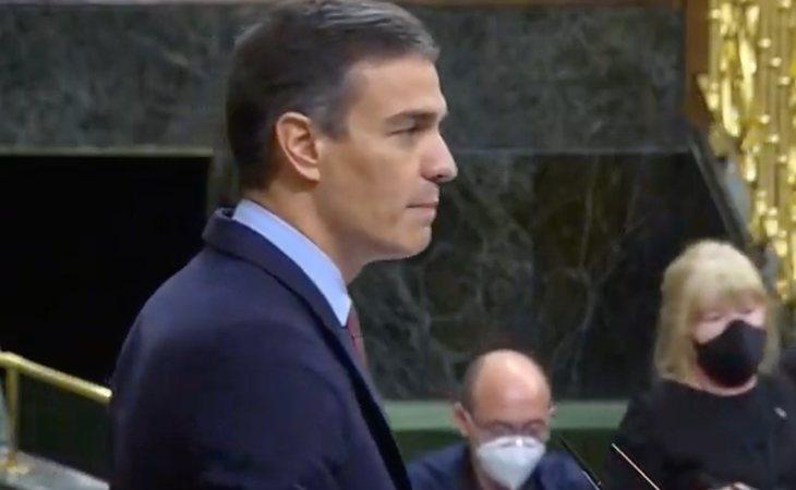 Pedro Sánchez hace un resumen del discurso de Santiago Abascal: 'Criminales,  golpistas, feminazis, invasión, bárbaros y virus chino'