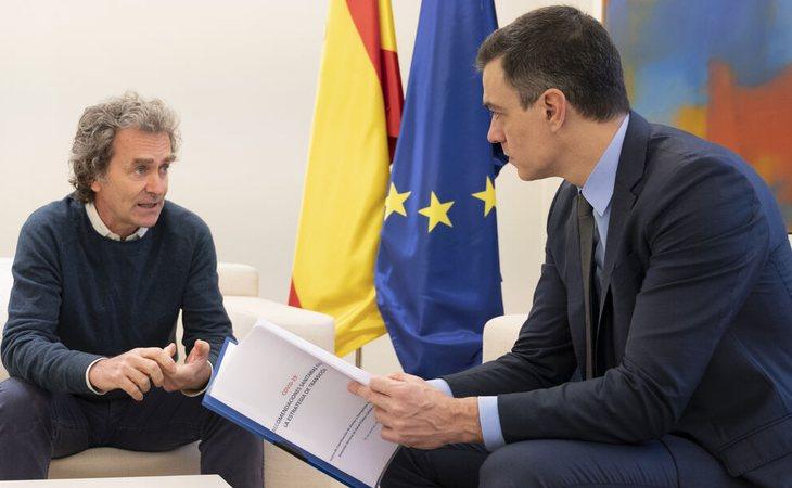 Pedro Sánchez defiende a Fernando Simón: 'me siento orgulloso y afortunado de todo el trabajo que está haciendo al frente de su departamento'