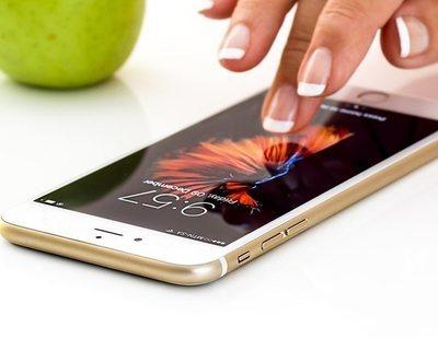 Los cuatro números que deberías marcas en tu móvil para saber si están hackeando tu teléfono