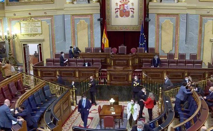 Se reanuda el debate de la moción de censura de VOX al presidente del Gobierno, Pedro Sánchez. Los primeros en tomar palabra son los diputados del ...
