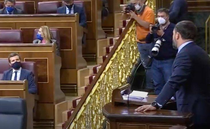 Santiago Abascal responde a Pablo Casado: 'Se ha unido usted a la brutal caricatura de VOX'. Le recuerda que gracias a ellos gobiernan en Madrid, ...