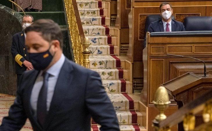 Fracasa la moción de censura de VOX contra Pedro Sánchez con el menor apoyo de la democracia.  Santiago Abascal solo consigue los 52 votos de su ...