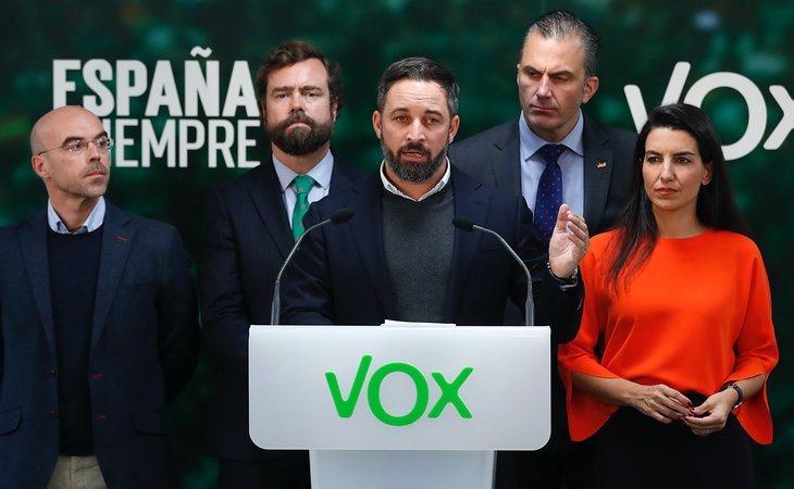 Ortega Smith y Espinosa de los Monteros son considerados como las peores influencias para Santiago Abascal, según el criterio de la corriente crítica del partido