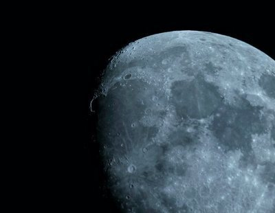 """La NASA confirma la """"detección inequívoca"""" de agua en la superficie de la Luna"""