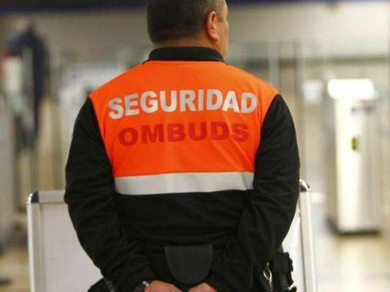 Metro de Madrid despide a un vigilante por su actitud amenazante con un usuario por el uso de la mascarilla
