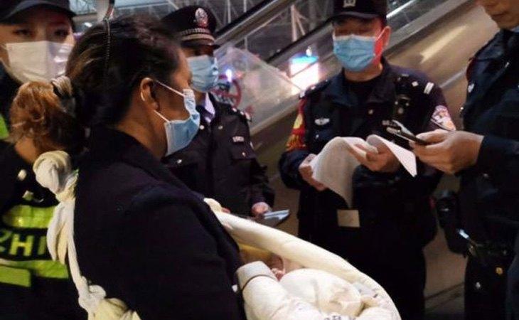 La policía, tras recuperar al bebé