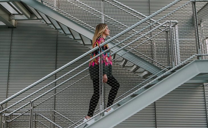 Opta por subir escaleras en vez de usar el ascensor