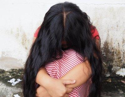 Violan a una niña de cinco años y después la asesinan a pedradas para que no denunciara