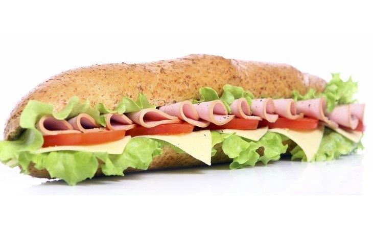 El fiambre de pollo y de pavo aparentan ser sanos, pero debemos atender a sus ingredientes para escoger los que realmente son buenos
