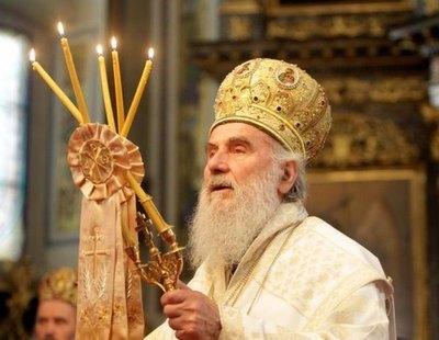 Muere por Covid el líder de la iglesia serbia tras saltarse las medidas en el funeral de un obispo muerto por el virus