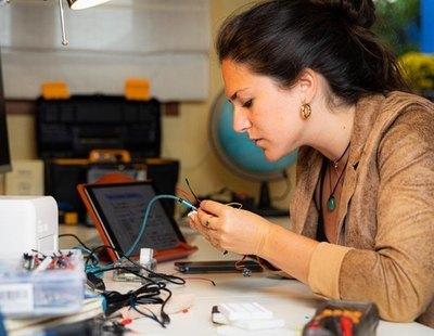 El invento de una joven española para detectar el cáncer de mama en casa mediante la orina