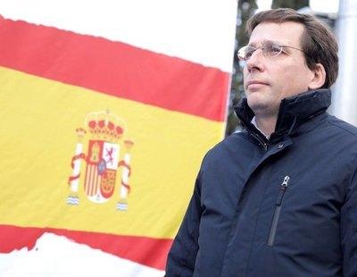 Almeida gasta 17.000 euros en instalar otra bandera de España en una rotonda de Madrid