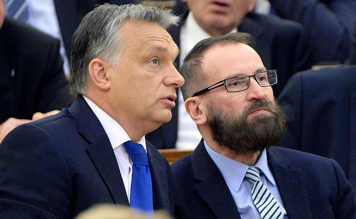 Viktor Orbán, primero ministro húngaro, junto al ya exeurodiputado József Szájer