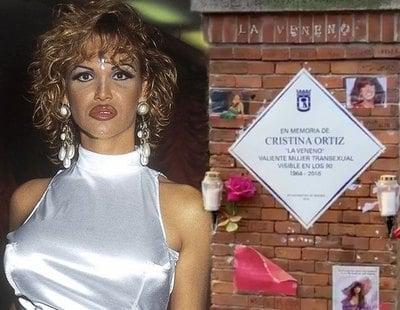 Reponen, por fin, la placa en homenaje a Cristina Ortiz, La Veneno, en el Parque del Oeste de Madrid