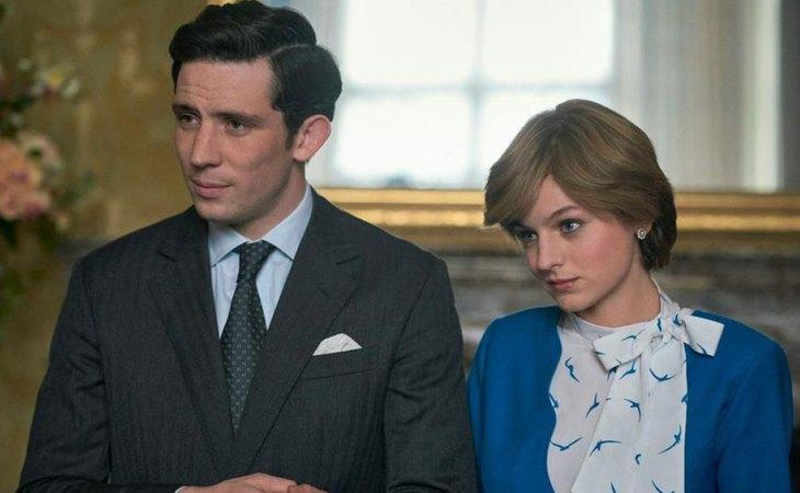 Josh O'Connor y y Emma Corrin, como el príncipe Carlos y Diana de Gales en 'The Crown'