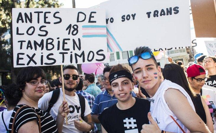Manifestantes en el Orgullo LGBT+
