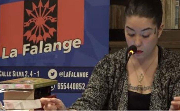 Elisa, durante el acto de Falange Española
