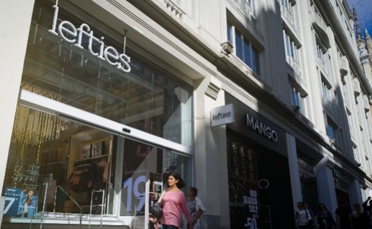 El Lefties y Zara de la Gran Vía de Madrid aparecen en la lista de cierres: quedarían cubiertos por otros locales cercanos con alquileres más baratos | Fotografía: Wikimedia