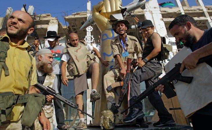 Milicianos opositores, en una mansión de Gadafi en Tripoli