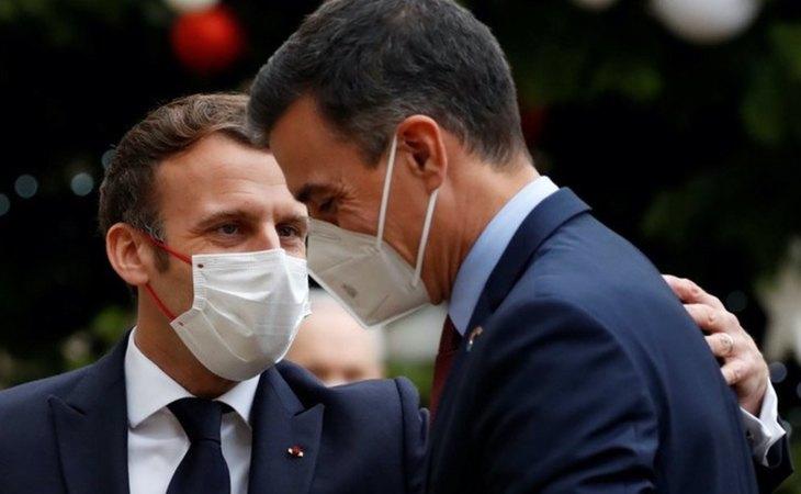 Emmanuel Macron y Pedo Sánchez en el evento del 60 aniversario de la OCDE