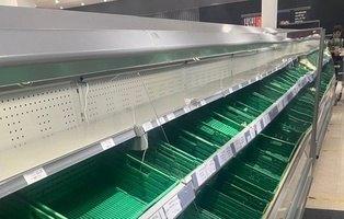Los supermercados de Reino Unido imponen el racionamiento ante el pánico por la cepa