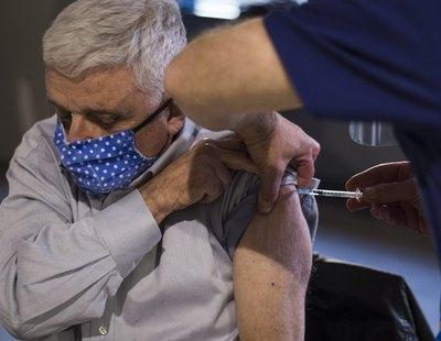 La Guardia Civil alerta del fraude de las llamadas para vacunar a ancianos en casa y robarles