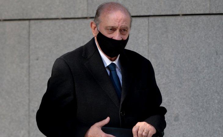El exministro Jorge Fernández Díaz, acudiendo a declarar al juzgado por el Caso Kitchen