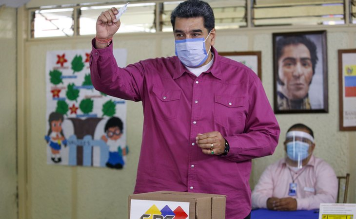Nicolás Maduro, votando en las elecciones de Venezuela