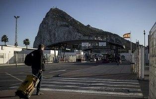 Británicos con pasaporte para ir a Gibraltar y agentes españoles operando sobre el Peñón: la realidad del acuerdo