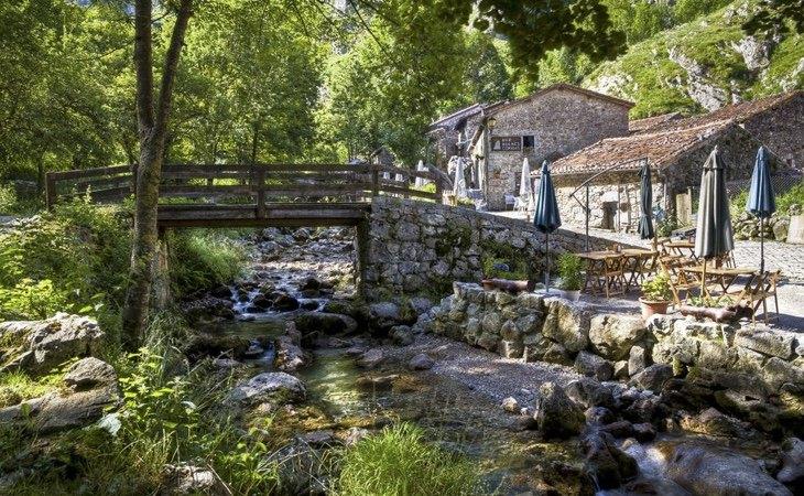 Bulnes destaca por su entorno | Turismo en Llanes
