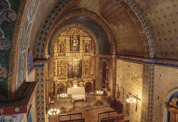 Interior de la Iglesia de Sant Cristòfol de Beget Turismo Cataluña