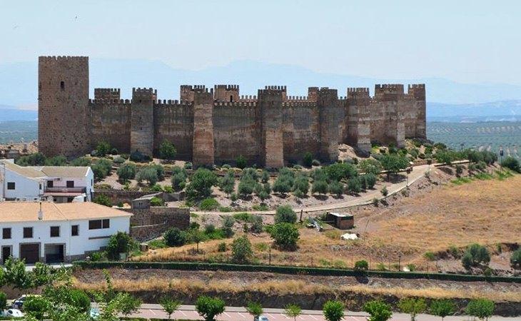 Su castillo destaca por su estado de conservación | Turismo Baños de la Encima