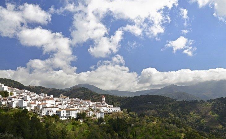 Genalguacil destaca por su construcción en escalada | Turismo Andalucía