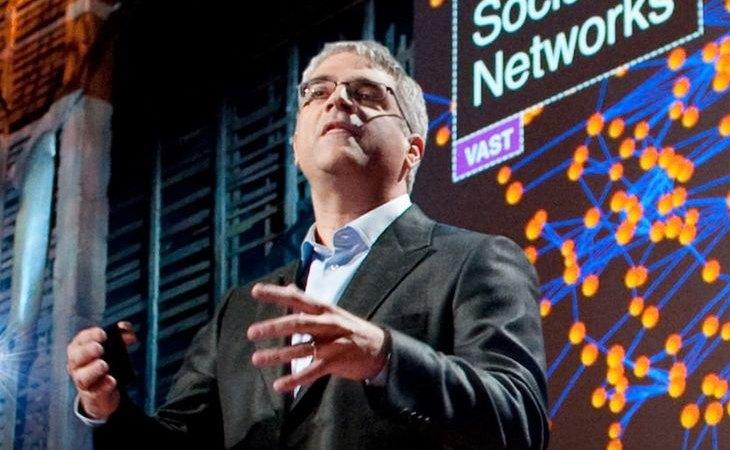 El sociólogo Nicholas Christakis durante una charla