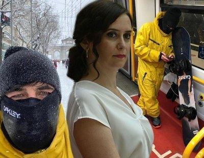 Críticas al novio de Ayuso por hacer snowboard en el centro de Madrid mientras ella pedía no salir y quitar nieve