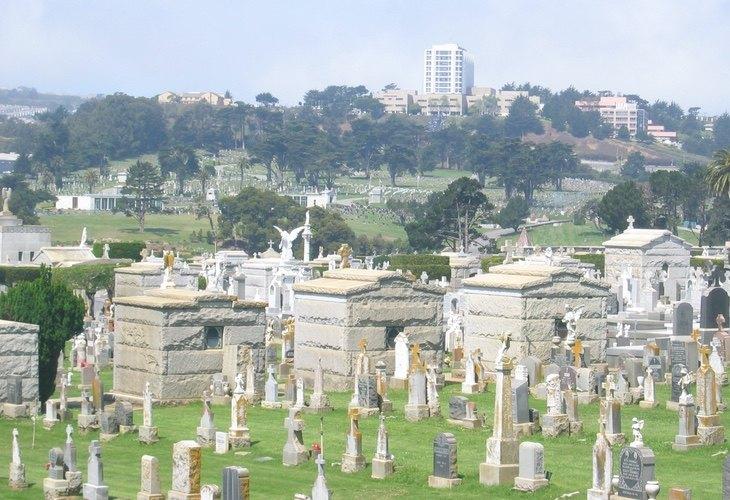 En Colma, los muertos superan a los vivos