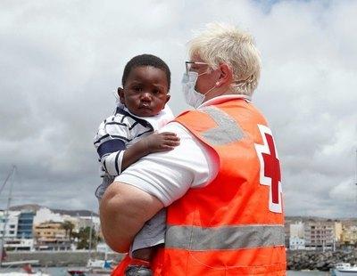 Una niña recién llegada en patera a Canarias relata que vio cómo arrojaron al mar a su hermano tras morir