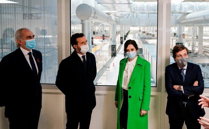 Ayuso, durante la inauguración del Isabel Zendal, junto al presidente del PP Pablo Casado y el alcalde de Madrid, José Luis Martínez-Almeida   Comunidad de Madrid