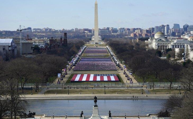 Explanada Nacional cubierta de banderas para la toma de posesión de Joe Biden