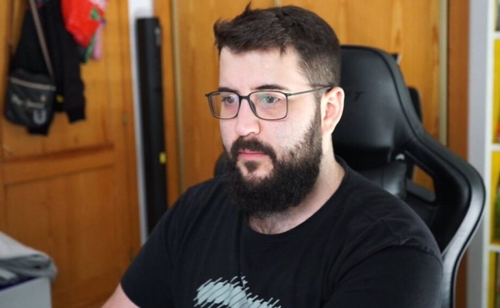 Alexelcapo defiende tributar en España