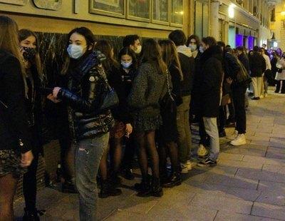 Largas colas en el Teatro Barceló tras la polémica fiesta sin medidas de seguridad