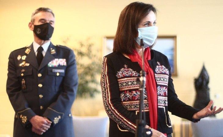 El general Miguel Ángel Villarroya y la ministra de Defensa, Margarita Robles