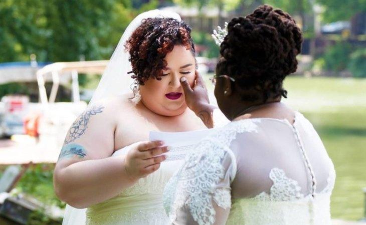 Las relaciones entre dos mujeres se desarrollan de la misma manera que las heterosexuales