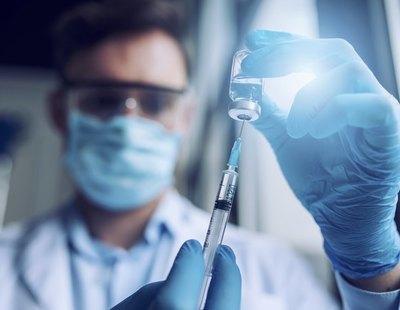Israel nota los efectos de vacunar con rapidez: bajan hospitalizaciones y mortalidad en mayores de 60 años