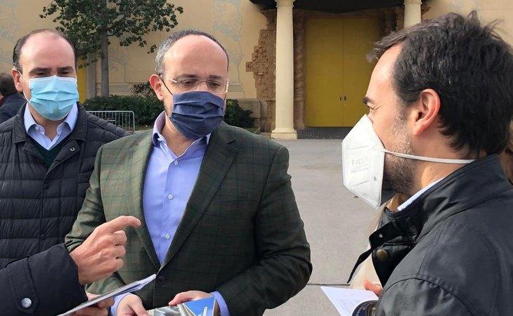 Daniel Serrano, exsecretario general del PP en Cataluña, Alejandro Fernández, candidato del PP a la Generalitat, y Óscar Ramírez, nuevo director de campaña