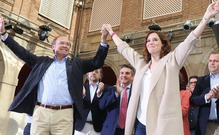 Ayuso, junto a Pío García Escudero en un acto de partido