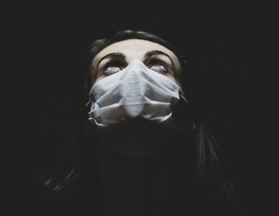 Una mujer oculta que tiene coronavirus y provoca la muerte de toda su familia